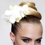 Цветы в волосах на свадьбу