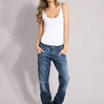 Какая модель джинсов скрывает складки на животе?
